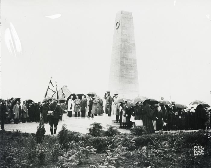 Unveiling of the memorial at Gravenstafel